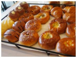 地域を応援!地元のパン屋さんのパンやパン教室の先生が作るパンを日替わりで販売!